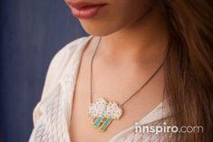 Con las cuentas de cristal TOHO te proponemos crear este original collar de una dulce y simpática nube.  La rocalla japonesa TOHO es ideal para
