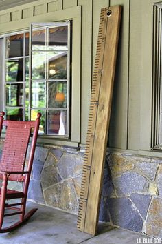 How to make a giant wood ruler.Rustic Chic - A Giant Wood Ruler - Home Decor Project Ideas Woodworking Guide, Easy Woodworking Projects, Custom Woodworking, Wood Projects, Back To School Diy For Teens, Home Design, Kids Wood, Rustic Chic, Wood Crafts