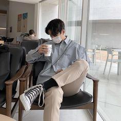 Korean Fashion Men, Korean Street Fashion, Boy Fashion, Korean Boys Hot, Korean Men, Smart Outfit, Photography Poses For Men, Skater Style, Monochrom