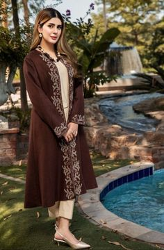 Asian Wedding Dress Pakistani, Latest Pakistani Dresses, Beautiful Pakistani Dresses, Pakistani Fashion Casual, Pakistani Dress Design, Pakistani Outfits, Indian Dresses, Indian Suits, Stylish Dresses For Girls