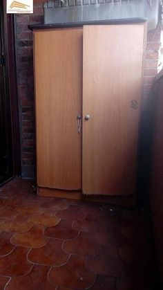 Piso en venta en Pº Zorrilla - Cuatro de Marzo en Valladolid por 130.000 € en Valladolid en WALLAPOP Armoire, Tall Cabinet Storage, Furniture, Home Decor, Bus Station, March, Floors, Yurts, Clothes Stand
