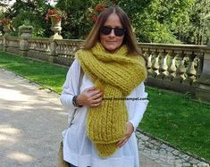 Passion123 auf Etsy Hand Knit Scarf, Scarf Hat, Handgestrickte Pullover, Caps Hats, Hand Knitting, Knitwear, Crochet, Etsy, Knitted Scarves