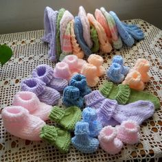 Seamless Preemie Booties - Free Pattern, a diy craft post from the blog Beautiful Skills - Crochet Knitting Quilting, written by Beautiful Skills on Bloglovin' Baby Hat Knitting Patterns Free, Baby Hats Knitting, Crochet Patterns, Free Pattern, Baby Patterns, Free Knitting, Knitted Hats, Booties Crochet, Crochet Baby Booties