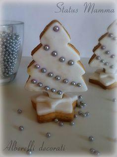 Alberelli  decorati in pasta da zucchero dolci biscotti