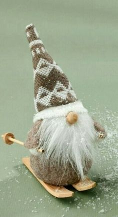 Christmas DIY : Yet another daring, dutiful, dirt-defier, drab, droning dust catcher Gnome offers himself on the altar of an old fireplace to bring sanitation to Gnomedom. Swedish Christmas, Christmas Gnome, Scandinavian Christmas, Christmas Projects, Winter Christmas, Funny Christmas, Miniature Christmas, Felt Ornaments, Christmas Ornaments