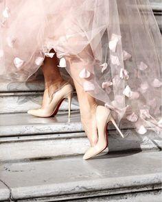 17 Dream Shoes by Christian Louboutin Christian Siriano, Christian Louboutin, Louboutin Beige, Looks Style, My Style, Estilo Grunge, Fancy, Christian Grey, Dream Shoes