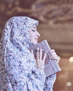 Learn Quran Academy provide the Quran learning services at home. Our mission to teach Quran with proper Tajweed and Tafseer to worldwide Muslim community. Beautiful Muslim Women, Beautiful Hijab, Cute Girl Pic, Cute Girls, Niqab, Girl Pictures, Girl Photos, Profile Pictures, Hijab Dpz