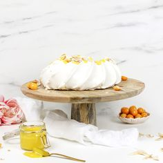 Pavlova med sitronkrem og kokos | Mine matminner Lemon Curd, Pavlova, Camembert Cheese, Dairy, Cake, Food, Kuchen, Essen, Meals