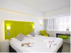 The Brussels Sheraton offers spacious, air-conditioned rooms with satellite TV. The more luxurious rooms include free breakfast, drinks and snacks in the Club Lounge.