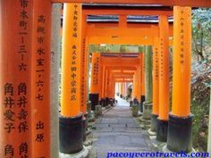 Fushimi Inari #japon http://www.pacoyverotravels.com/2013/12/nuevas-siete-maravillas-del-mundo-moderno.html