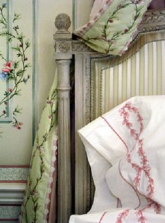 Eye For Design: Old World Style Green Bedrooms Headboard Designs, Headboard Ideas, Bedroom Ideas, Bedroom Decor, Bedroom Green, Green Bedrooms, French Bedrooms, Diy Headboards, Old World Style