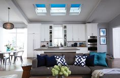 20 Wonderful Skylights in Living Room & Star Decorating - Best Home Ideas and Inspiration Villas, Kmart Home, Indian Homes, Interior Design Magazine, Home Upgrades, Indian Home Decor, Blinds For Windows, Home Improvement Projects, Lighting Design