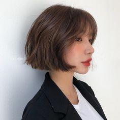 Asian Short Hair, Short Hair With Bangs, Short Hair Cuts, Ulzzang Short Hair, Short Hair Korean Style, Cute Short Hair, Korean Medium Hair, Girl Short Hair, Shot Hair Styles