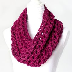 Fast and Chunky Free Crochet Cowl Pattern | AllFreeHolidayCrafts.com
