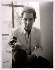 I think Paul Rudd is one of the sexiest men alive. My goal is to find an marry his look-a-like haha !