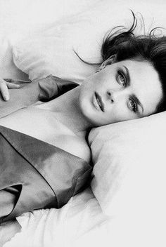 Emily ♥ so pretty Emily Deschanel, Booth And Bones, Booth And Brennan, Bones Actors, Gorgeous Women, Beautiful People, Robert Sean Leonard, Beauté Blonde, Jessica Day