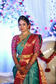 Gold Jewelry Design In India Bridal Sarees South Indian, Wedding Silk Saree, Indian Bridal Fashion, Indian Sarees, Silk Sarees, Cutwork Blouse Designs, Bridal Blouse Designs, Saree Blouse Designs, Saree Jewellery