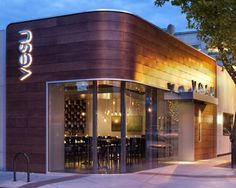 Vesu-style restaurant located in Walnut Creek, near San Francisco, Calif. The restaurant is designed by the Architecture and Design Arcsine Bellusci. Located in the center of this small town, it is in a competitive environment. Restaurant Design Concepts, Modern Restaurant Design, Restaurant Exterior Design, Exterior Signage, Exterior Cladding, Vintage Store, Home Designer, Hotel Restaurant, Restaurant Facade