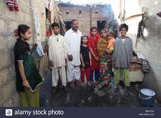http://c8.alamy.com/comp/BMYFDC/musquito-colony-is-a-slum-area-in-karachi-pakistan-BMYFDC.jpg