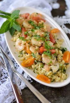 Couscous met verse, groene kruiden en knoflook garnalen. Een snelle doordeweekse maaltijd maar ook heerlijk in het weekend. Binnen 20 minuten staat dit gerecht bij jou op tafel.