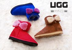 A pair of coloured shearling bows adds a touch of cuteness on the Classic look. Classic Ugg Boots, Ugg Classic, Classic Looks, Uggs, Pairs, Touch, Cute, Shoes, Color