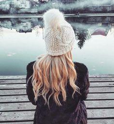 Good vibes #blonde #hair #hat #fauxfur #details