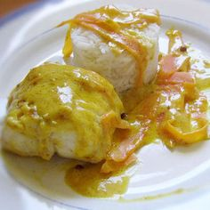 lotte à la crème safranée et curry Monkfish Recipes, Saffron Recipes, Shellfish Recipes, Salty Foods, Deviled Eggs Recipe, Cooking Recipes, Healthy Recipes, Fish And Seafood, Indian Food Recipes