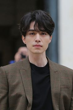 Lee Dong Wook makes heads turn with his 'Goblin' aura at Paris fashion show Korean Men Hairstyle, My Hairstyle, Korean Perm, Lee Dong Wook Wallpaper, Medium Hair Styles, Short Hair Styles, Mens Perm, Asian Haircut, Levi X Eren
