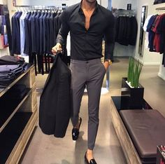 The latest men's fashion including the best basics, classics, stylish eveningwear and casual street style looks. Mens Fashion Suits, Mens Suits, Ladies Suits, Fashion Mode, Fashion Outfits, 80s Fashion, Paris Fashion, Runway Fashion, Fashion Ideas