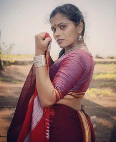 Best 11 Lovely Indian Women in Saree – SkillOfKing. Beauty Full Girl, Beauty Women, Kashta Saree, Indian Girls Images, Saree Photoshoot, Most Beautiful Indian Actress, Indian Beauty Saree, Beautiful Saree, India Beauty