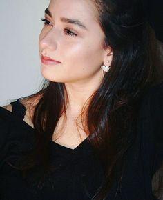 Istanbul Film Festival, Pearl Earrings, Hoop Earrings, Turkish Beauty, Actresses, Pearls, Jewelry, Poetry, Fashion