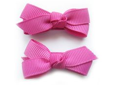 Simple boutique bow that is perfect for everyday outfits.