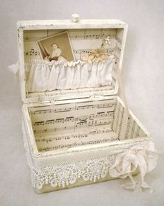 Shabby Suitcase Decorated With Sheet Music. flowers aesthetic Easy to Make Romantic Sheet Music Decorating Projects- DIY Vintage Decor Ideas 2017 Diy Vintage, Vintage Crafts, Vintage Decor, Shabby Vintage, Vintage Style, Manualidades Shabby Chic, Sheet Music Crafts, Sheet Music Decor, Music Sheets