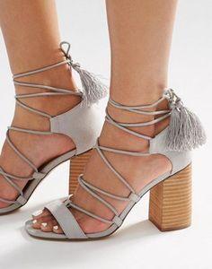 Sandalias de tacón con cordones y borlas TACT de ASOS