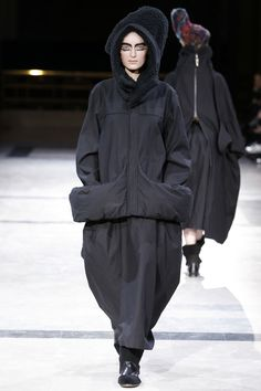 Yohji Yamamoto Autumn/Winter 2014 Ready-To-Wear Collection | British Vogue