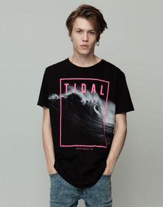 Pull&Bear - man - t-shirts - short sleeve printed t-shirt - black - Shirt Print Design, Tee Design, Shirt Designs, Graphic Shirts, Printed Shirts, Cool Shirts, Tee Shirts, Spring Shirts, Summer Tshirts