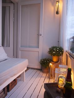 Perfect for the apartment deck. Simple and pretty Porch And Balcony, Outdoor Balcony, Balcony Garden, Balcony Ideas, Small Terrace, Small Patio, My Living Room, Home And Living, Deco Studio