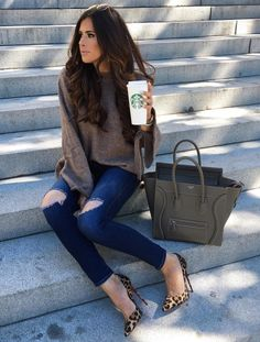 See our straightforward, comfortable & effortlessly stylish Casual Fall Outfit smart ideas. Get motivated with one of these weekend-readycasual looks by pinning the best looks. Casual Fall Outfits, Fall Winter Outfits, Autumn Winter Fashion, Cute Outfits, Fall Fashion, Trendy Outfits, Fashion Trends, Ripped Denim, Skinny Jeans
