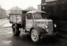 An old Bedford lorry in Manchester Vintage Trucks, Old Trucks, Pickup Trucks, Classic Trucks, Classic Cars, Bedford Truck, Old Lorries, Road Transport, Old Commercials