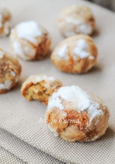 Biscottini morbidi alle nocciole veloci solo albume Soft biscuits with quick hazelnuts only egg white vickyart art in the kitchen Italian Cookie Recipes, Sicilian Recipes, Italian Cookies, Biscotti Cookies, Almond Cookies, Yummy Cookies, Cookie Desserts, Dessert Recipes, Sweet Cooking