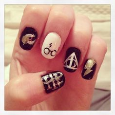 Are you looking for summer nails art designs. Here are our best nails design ideas for this summer season Take a look, get inspired and wear your style! Pretty Nail Designs, Pretty Nail Art, Cool Nail Art, Nail Art Designs, Harry Potter Nails Designs, Harry Potter Nail Art, Fancy Nails, Cute Nails, My Nails