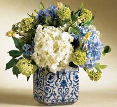 blue vase with hydrangea http://www.williamsburgmarketplace.com/wcsstore/wmarket/images//catalog_images/E92/141228_WH09_31_hs.jpg