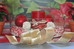 Beautiful centerpiece with red and white gravel White Gravel, Red And White, Centerpieces, Christmas Decorations, Gift Wrapping, Gifts, Beautiful, Ideas, Gift Wrapping Paper