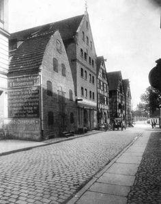 Ulica Grodzka w kierunku Rybiego Rynku. Widoczne spichrze zbudowane w XVIII i XIX w - ok.1905r