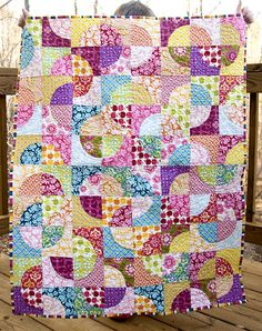 Swirly Candy Circle Quilt -- Love the look the highly patterned fabrics give to this drunkard's path.