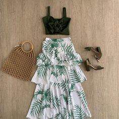 No hay descripción de la foto disponible. Elegant Summer Outfits, Casual Outfits, Cute Outfits, Women's Fashion Dresses, Boho Fashion, Womens Fashion, Fashion Design, Eastern Dresses, Havana