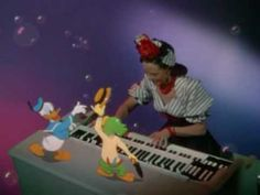 Donald Duck, a woodpecker and a parrot dance with giant instruments ...