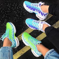 Nike Air Max Plus TN how do you like the model? Nike Air Max Plus, Nike Air Max Tn, Nike Air Force 1, Nike Air Shoes, Nike Shoes Outfits, Cute Sneakers, Sneakers Nike, Tn Nike, Aesthetic Shoes