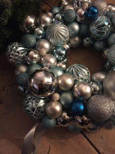 Kerstkrans met ballen detail