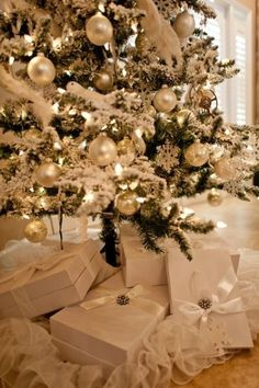 40 Beautiful Vintage Christmas Tree Ideas | DigsDigs